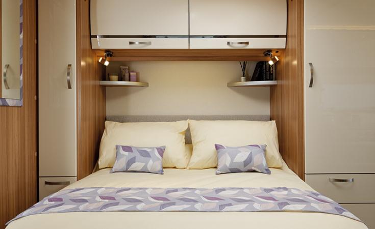 Clubman Delta Transverse Island Bed
